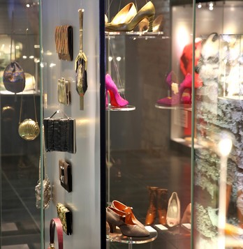 Musee-mode-vitrine-accessoires