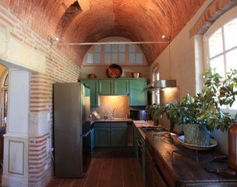 cuisine à dispsition des clients des chambres d'hôtes de charme , albi , domaine du buc