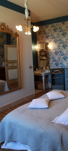 blue room bed and breakfast in Albi
