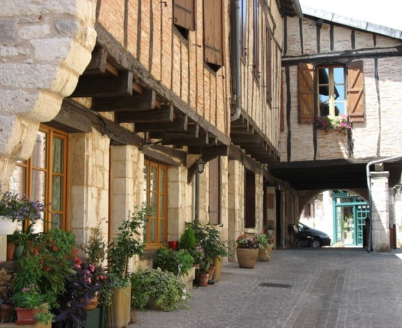rue de Puycelsi, Bastide albigeoise