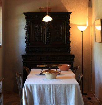Cuisine-Domaine-du-Buc-Table-e1520599043527_327x337_acf_cropped