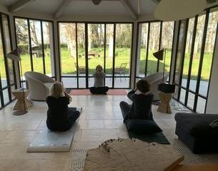 cours de yoga dans un gite de prestige tarn albi occitanie