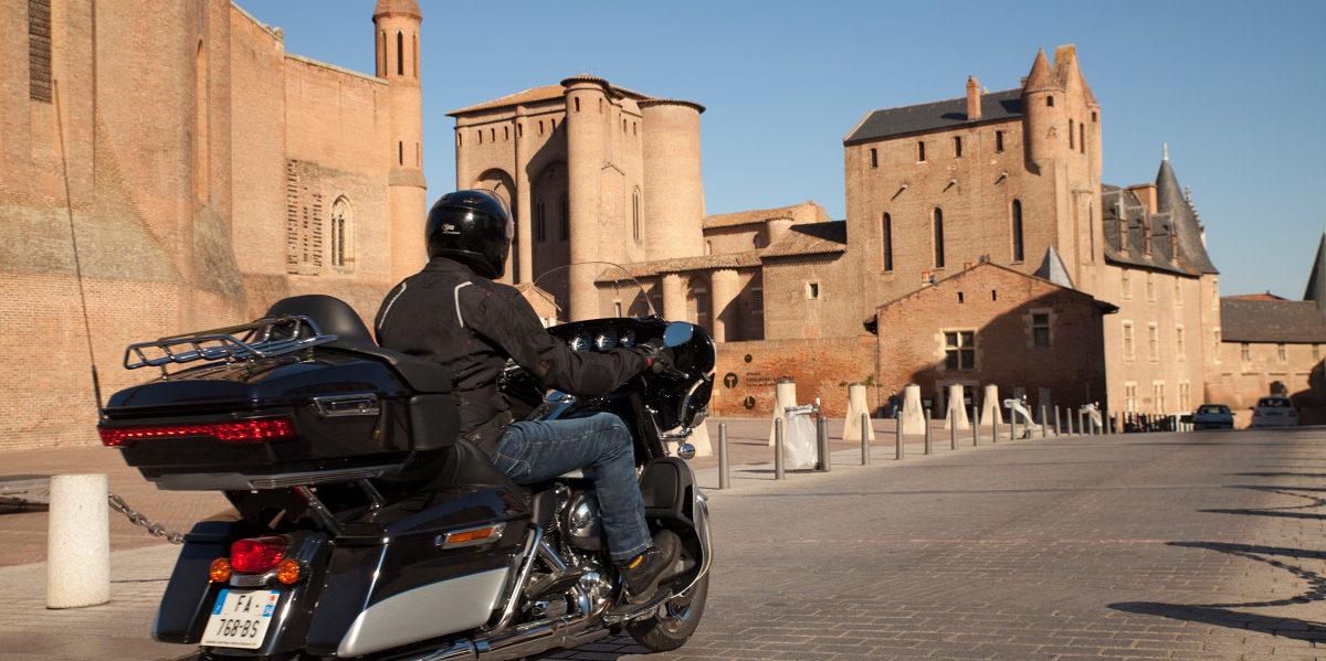 Circuit à moto dans les Bastides ,image CDT Tarn